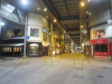 左前が店舗です
