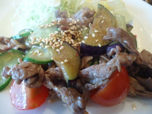 6/10 ソフィア・牛肉とナス、トマト炒