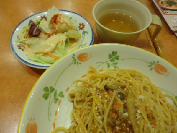 6/20 サイゼリヤ・キノコノミートソースパスタ定食