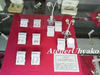 160907東松山丸広クラフト展 ときめきの花ピアス展示風景