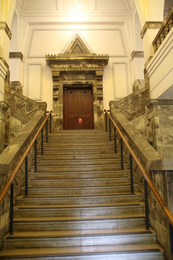 立派な階段だ_1