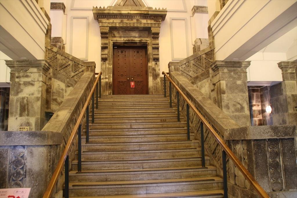 立派な階段だ_2