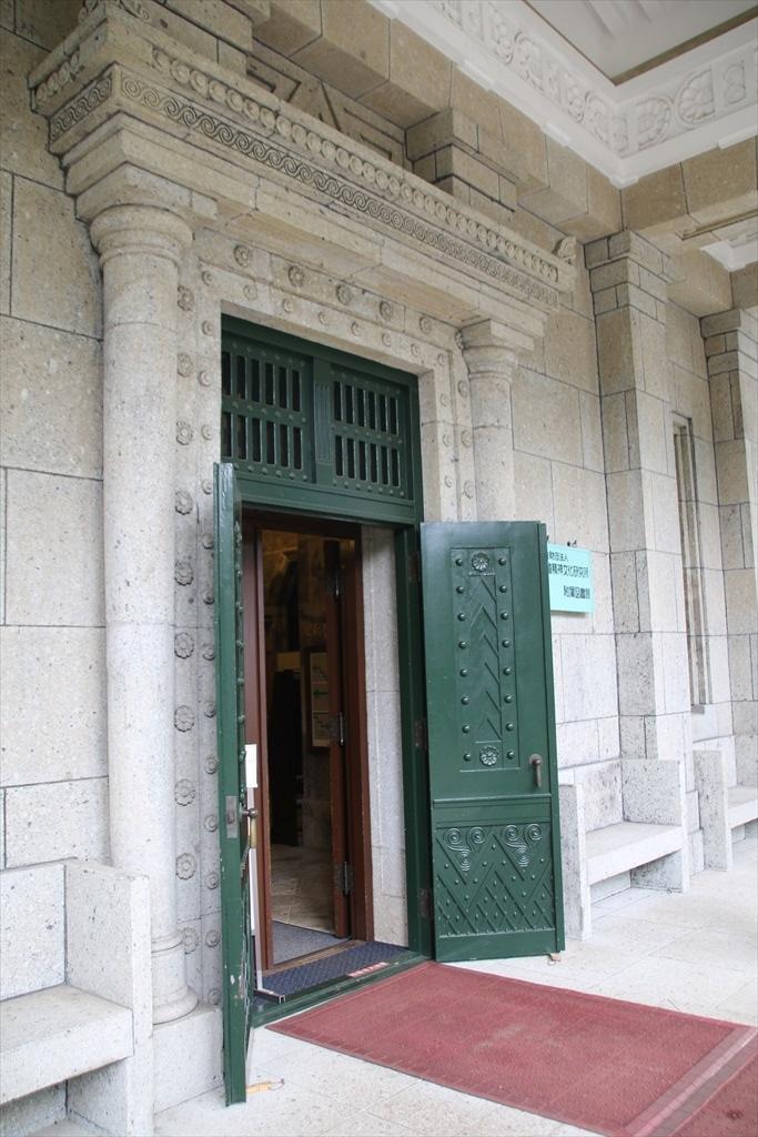 建物の出入り口_2