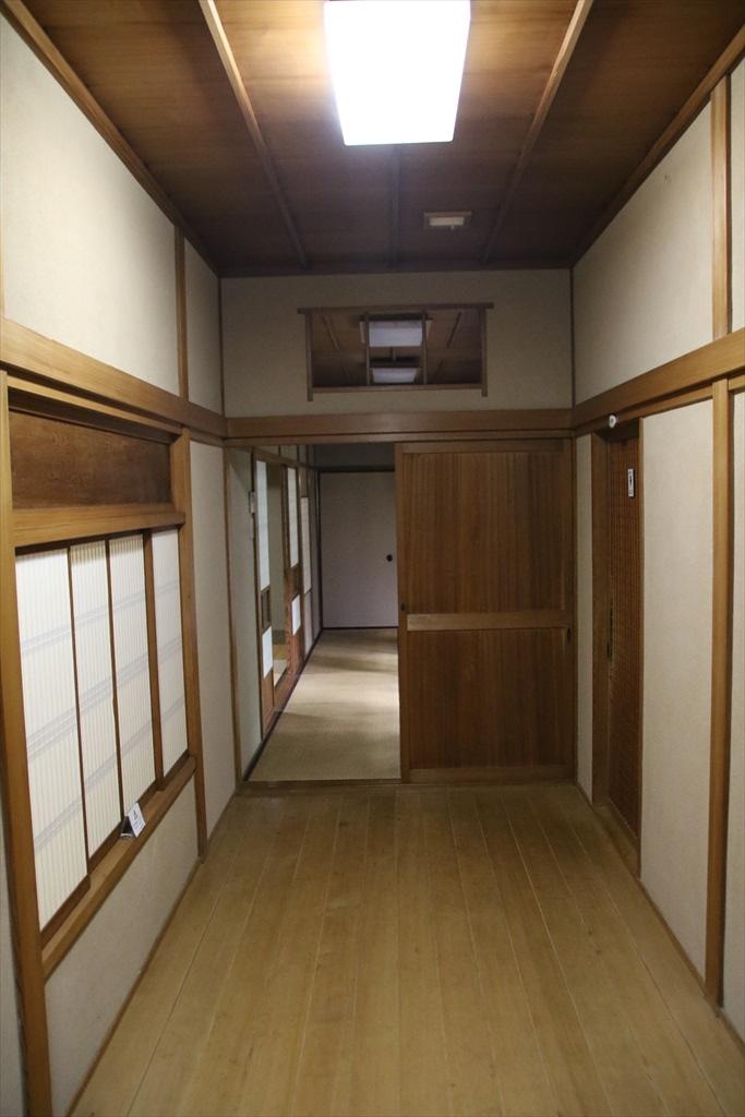 角の杉の間から杉の間に通じる廊下