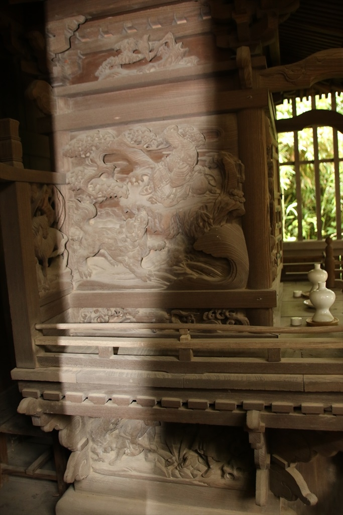 金色姫伝説を表現した側面の彫刻_1
