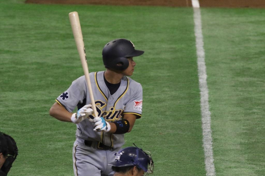 凡フライをお見合いして2塁打に_1