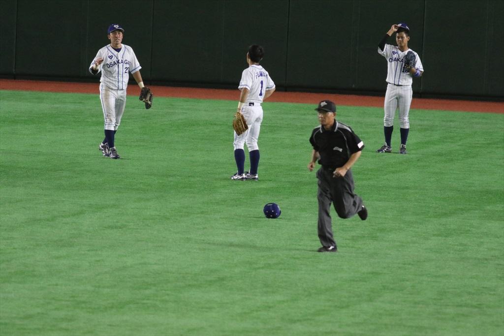 凡フライをお見合いして2塁打に_2