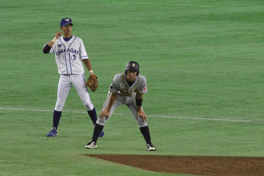 凡フライをお見合いして2塁打に_3