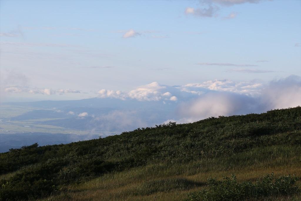 あの雲の下は鳥海山かな