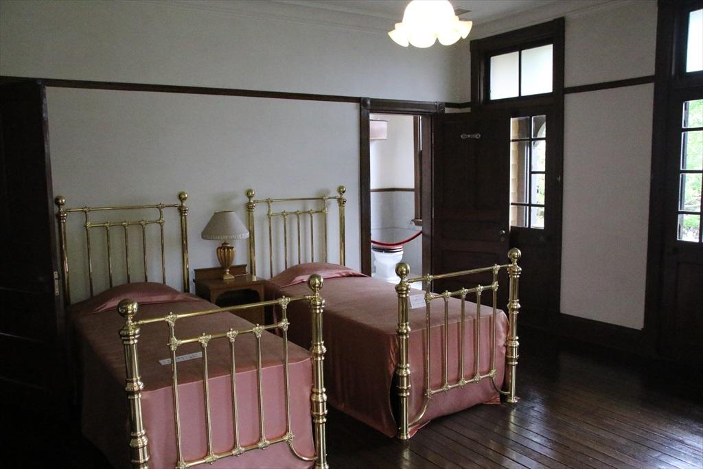夫婦の寝室_2