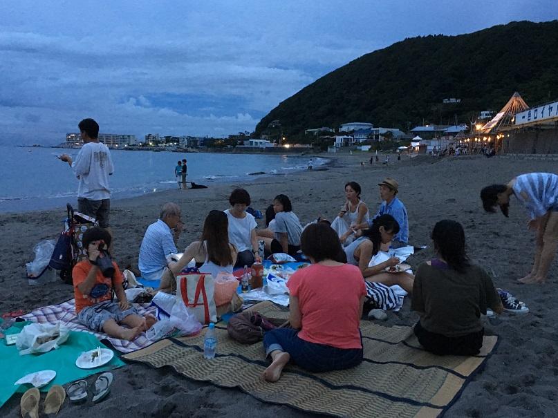 一色海岸食事風景 - コピー