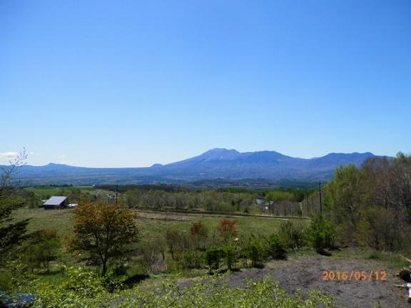 春の浅間山です。