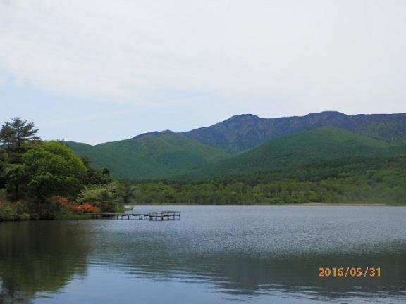 宿より約3分 バラギ湖よりの四阿山です。