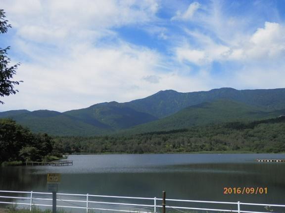秋のバラギ湖、四阿山
