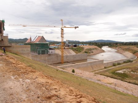 Chinese Dam Const1