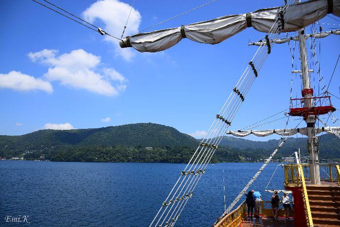 072-New-Emi-海賊船から芦ノ湖の眺め