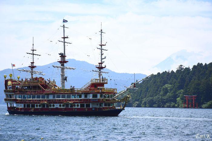 078-New-Emi-富士山-海賊船-鳥居