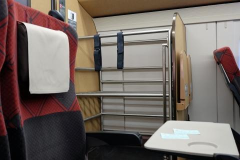 02かがやきに設けられた荷物置き場