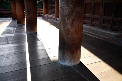 56本堂の柱列