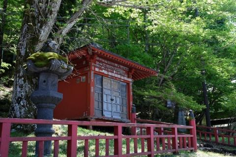 17中禅寺湖畔のお堂