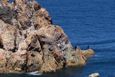 15 2日目離れ岩場の釣り人