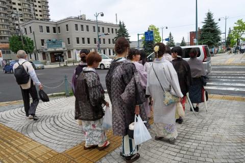 14a小樽和服のご婦人たち