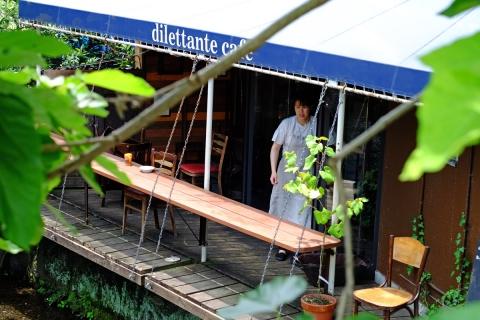 23源兵衛川沿いのカフェ