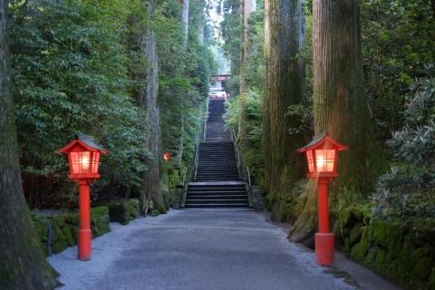 29箱根神社拝殿へ