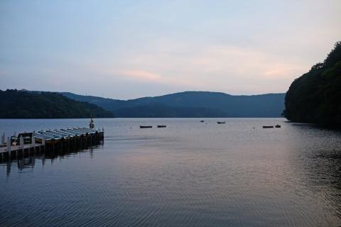 34黄昏の芦ノ湖