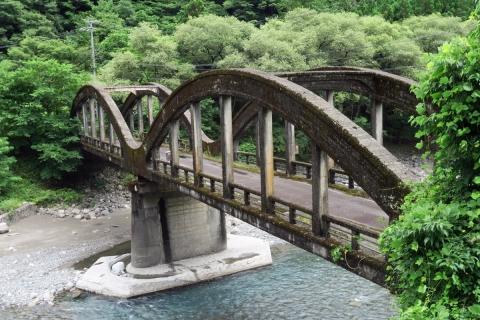 10遠山郷へ旧道に架かる橋