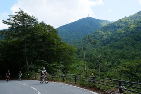 16御坂峠へ山
