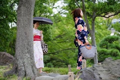 09a清澄庭園浴衣の女性