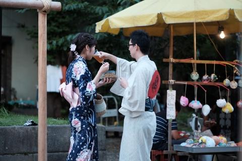 22富岡八幡宮参道カップル