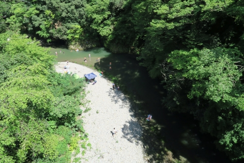 02秋川の水遊び風景