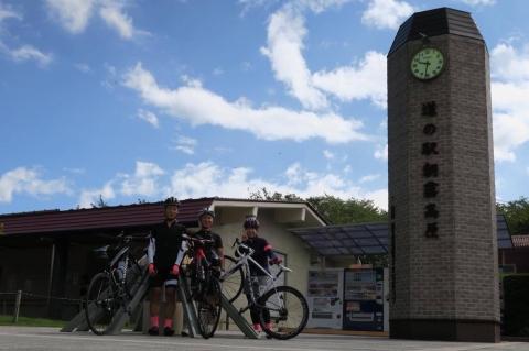 02道の駅朝霧高原バイクラック
