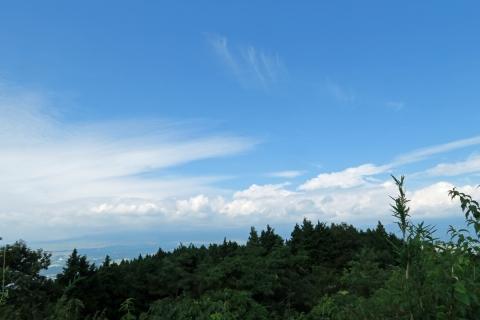 08長尾峠へ見えない富士山