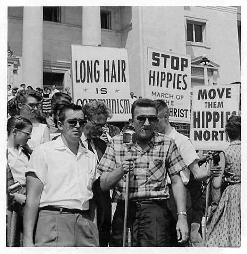 ヒッピーに抗議「ロングヘアーは共産主義だ」