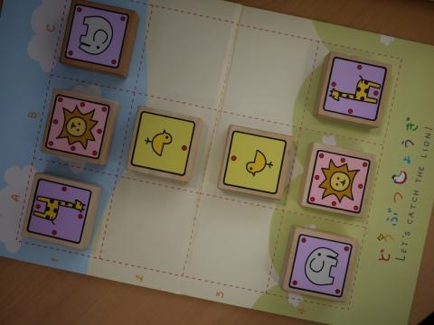 どうぶつしょうぎは、3×4の盤面を用い、駒の動きを簡略化した将棋類である。