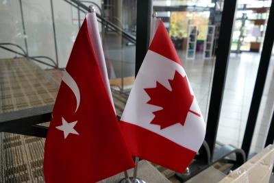 カナダとトルコの旗