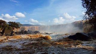 ケニア・フォーティーンフォールズ(雨季は水量が多くワンフォール)