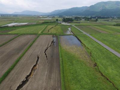 CietDeBUgAE33g6阿蘇市内牧のはたしかに地表地震断層だ。