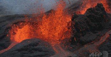 仏海外領フルネーズ火山が噴火