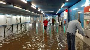 13335984_88073ベルギー、ブリュッセル 洪水の地下鉄