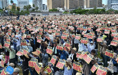 ClTW017UoAAyz沖縄県民大会、6万5千人が追悼 タイムス