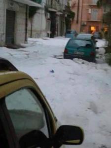 13445602_18278イタリア(Lesina, Apulia) 大量の雹
