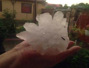 13466344_18281ルーマニア、ティミショアラ、直径12センチの超巨大雹