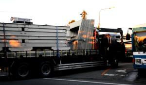CnS65IEVYAE50<高江ヘリパッド>4日連続で資材搬入