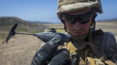 Cn3LDs4UMAAM海兵隊戦闘研究所の実験で超小型のドローン