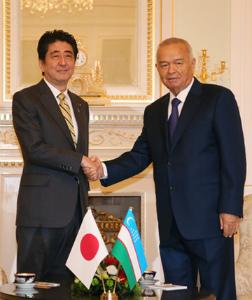 25uzb1ウズベキスタンの カリモフ大統領と安倍首相