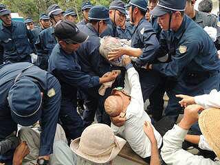 Cs9PqPHUMAEF8_r【高江】21日(水)のゲート前抗議行動の画像